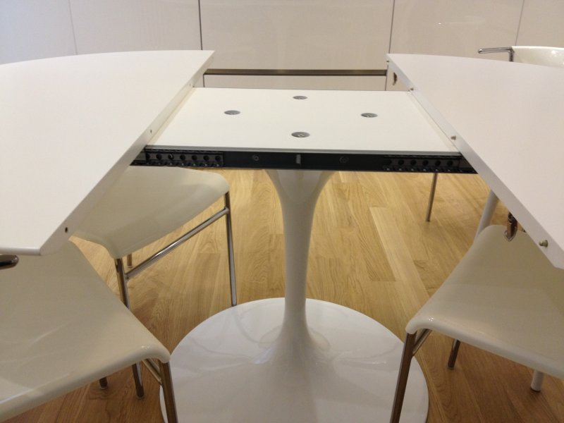 Eero Saarinen Extendable Table - Eero saarinen tulip table and chairs